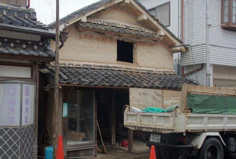 取り壊されるお隣の家.jpg